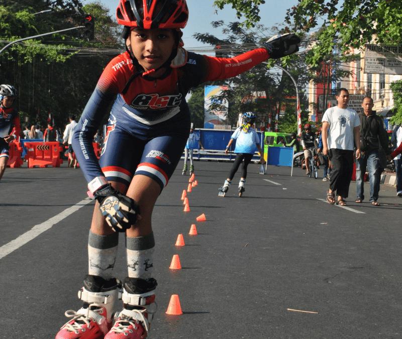 Lomba inline skate ajang uji kemampuan